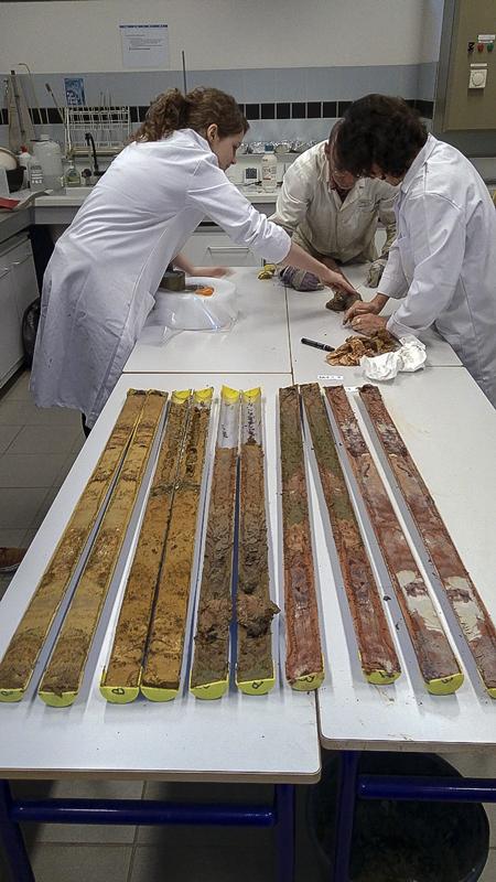 Analyses granulométriques © Centre Michel Boüard, université de Caen