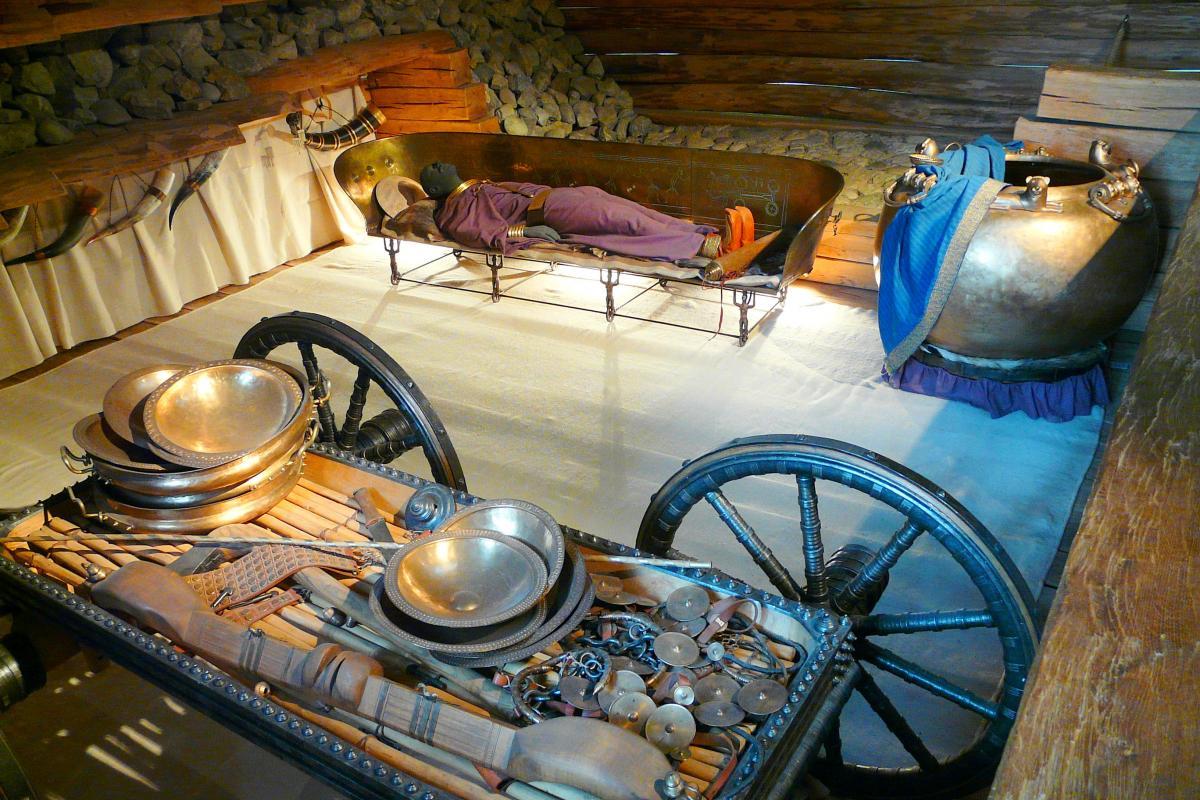 Reconstitution de la tombe princière de Hochdorf, Allemagne © Stork, Keltenmuseum Hochdorf/Enz